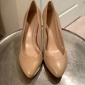 Like new Banana Republic pumps like new!!